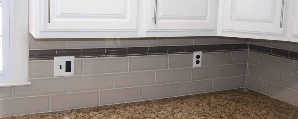 subway tile with accent strip